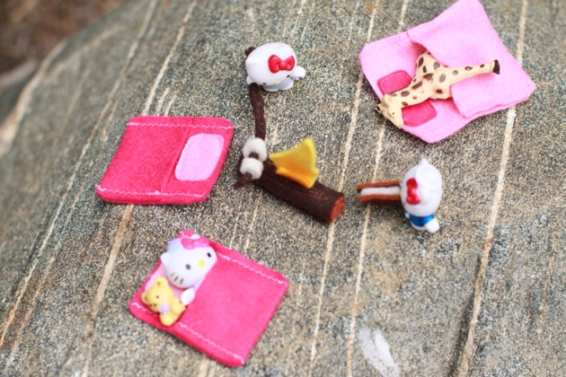 Hello_kitty_felt_camp_set.JPG